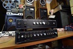 Stereo- förstärkare för tappning Transiwatt - Cechoslovakia Arkivbilder