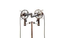 Stereo kondensatorowi mikrofony z kablami, shockmounts i stojakiem odizolowywającymi na bielu, Obraz Royalty Free