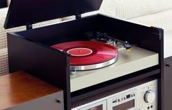 Stereo- ljudsignal skivspelare för musikskivtallrikvinyl i kugge Fotografering för Bildbyråer