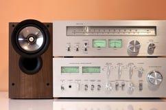 Stereo versterker, radiotuner, luidsprekers stock afbeeldingen