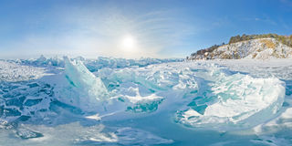 Stereografisches Panorama blaue Eishügel Baikal, Listvyanka Stockbild