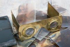 Stereoskop w mosiądzu i szklanych talerzach Fotografia Royalty Free