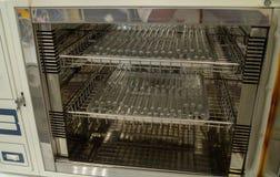 SterilisatieReageerbuizen in droog hittekabinet stock fotografie
