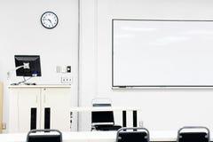 Sterilt modernt klassrum Royaltyfri Fotografi