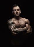 Sterk atletisch mensen showes naakt spierlichaam stock foto