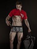 Sterke Atletische Mensengeschiktheid ModelTorso die zes pakkenabs tonen Royalty-vrije Stock Foto's