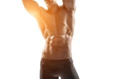 Sterke mens die perfect lichaam, abs en borstclose-up tonen royalty-vrije stock afbeelding