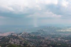 Sterke regen in de berg in Montenegro royalty-vrije stock afbeelding