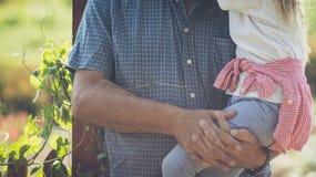 Sterke verhouding van grootvader en kleindochter stock afbeelding