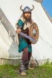 Sterke Viking verdedigt dichtbij zijn grondgebied Stock Afbeeldingen
