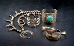 Sterling Silver Native American Jewelry em um fundo preto foto de stock royalty free