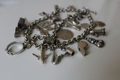 Sterling Silver Vintage Antique Charm-Armband royalty-vrije stock foto's