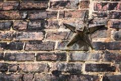 Stern auf Backsteinmauer Lizenzfreie Stockfotos