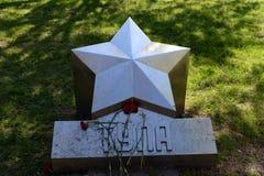 Stern des Stadthelden Tula im ` Gedächtnis-Garten ` Victory Park in Volgodonsk Stockfotografie