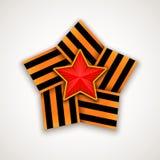 Stern innen gemacht von breitem St- Georgeband mit rotem Stern Auch im corel abgehobenen Betrag Stockfotos