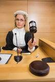 Stern judge banging her hammer Royalty Free Stock Photography