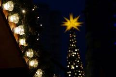 Sterne auf dem Weihnachtsmarkt in Deutschland Lizenzfreies Stockfoto