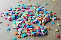 Sterne in den verschiedenen Farben Stockfoto
