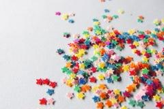 Sterne in den verschiedenen Farben Stockfotos