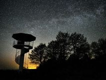 Sterne des n?chtlichen Himmels und Milchstra?e beobachtend, Perseus-Konstellation lizenzfreie stockbilder