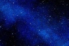 Sterne im Platz oder im nächtlichen Himmel Lizenzfreies Stockbild