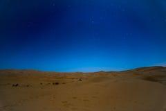 Sterne nachts über den Dünen, Marokko Lizenzfreies Stockfoto