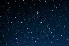Sterne nachts mit sichelförmigem Mond stockfotos