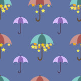 Sterne werden unter einem hellen Regenschirm, Muster versteckt Stockfoto