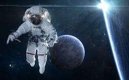 Sterneklipse Exoplanets und Astronaut im Weltraum Zukunftsromane stockbilder