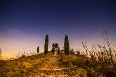 Sternenklare Nacht auf dem Hügel Lizenzfreie Stockbilder