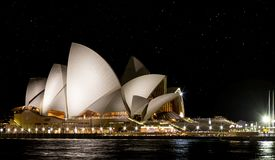 Sternenklare Nachtaufnahme von Sydney Opera House am 2. Oktober 2013 genommen Stockbild