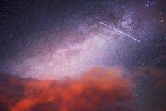 Sternenklarer Himmel über der Erde Lizenzfreie Stockfotos