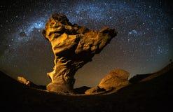 Sternenklarer Himmel mit den Sternspuren lizenzfreie stockfotos