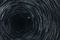 Sternenklarer Himmel mit Spuren stockfotografie