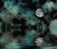 Sternenklarer Himmel und Mond über Wasser Lizenzfreie Stockbilder