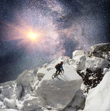 SternenklarerRennläufer auf Lawine Stockbild