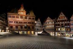 Sternenklarer schöner Europäer nächtlichen Himmels Tuebingen Rathaus Marktplatz stockbilder