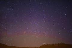 Sternenklarer Sommernächtlicher himmel Stockfotografie