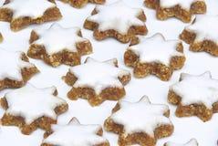 Sternförmiger Zimtbiskuit Stockbilder