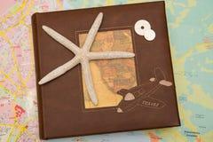 Sternfische auf Reisebuch stockbilder