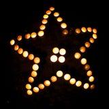 Sternform mit Kerzen Lizenzfreie Stockfotografie