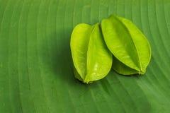 Sternfrüchte auf Bananenurlaub Stockfoto