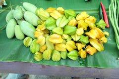 Sternfrucht und -mango Lizenzfreie Stockbilder