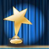 Sternpreis auf blauem Vorhanghintergrund Stockfotos