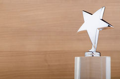 Sternpreis auf hölzernem Hintergrund Lizenzfreies Stockbild