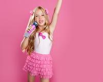 Sternsänger des kleinen Mädchens der Kinder Lizenzfreies Stockfoto