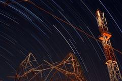 Sternspuren des Telekommunikationsturms Stockfotografie