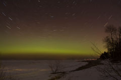 Sternspuren mit Aurora Borealis Lizenzfreie Stockfotografie