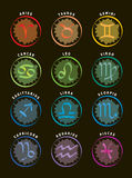Sternzeichen/12 Astrologie-Ikonen mit Namen - schwarzer Hintergrund Stockfotografie
