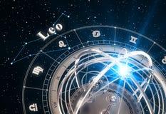 Sternzeichen-Leo And Armillary Sphere On-Schwarz-Hintergrund Lizenzfreie Stockbilder
